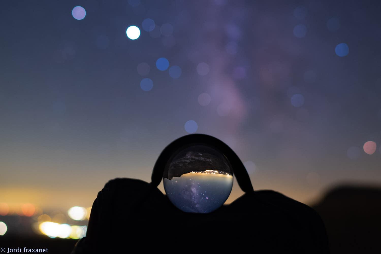 Vía Láctea capturada en una bola de cristal