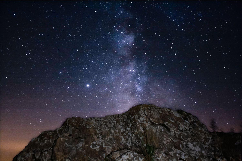 Paisaje astronómico con una 400D. 6 fotos apiladas y primer plano por separado