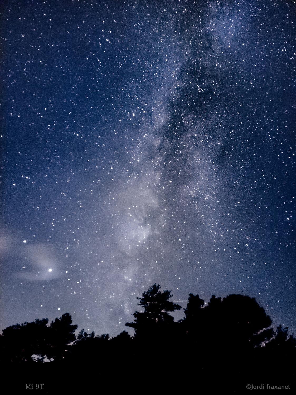 Astrofotografia de Vía Láctea captada por un móvil