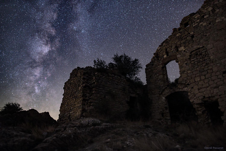Ruinas del castillo ante el infinito