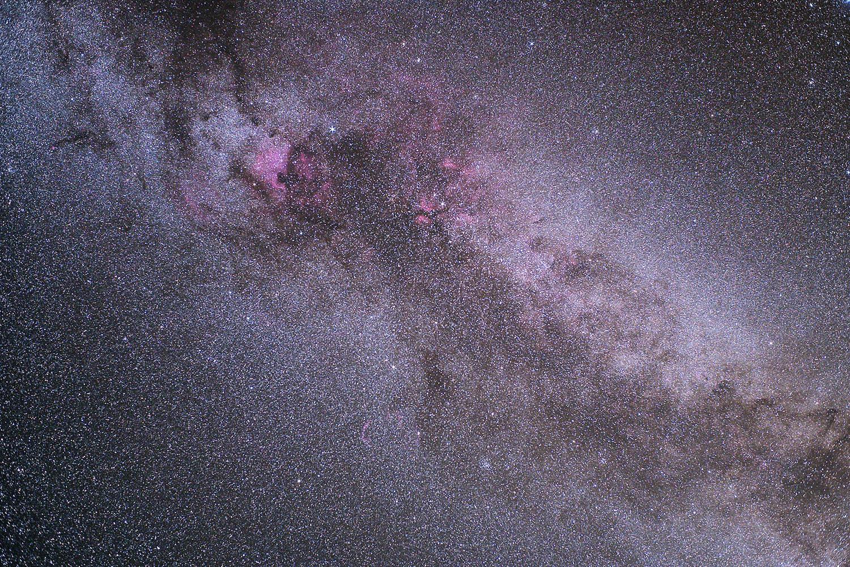 Vía Láctea en el Cisne con objetivo y montura de seguimiento