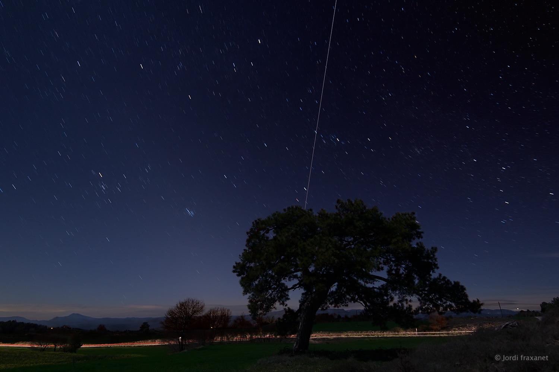 Estación Espacial Internacional saliendo de un árbol. Captada el 14/04/16