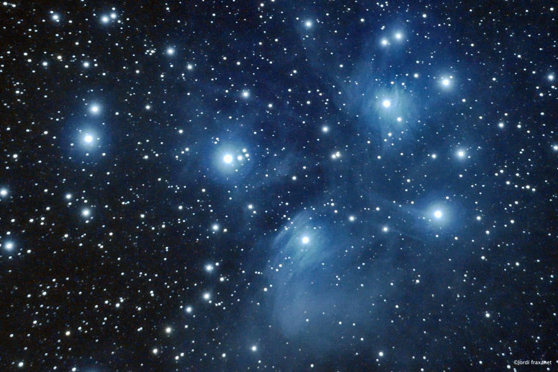 Las Pléyades- Nebulosa de emisión- M45. Captadas con un telescopio refractor el 17/10/14